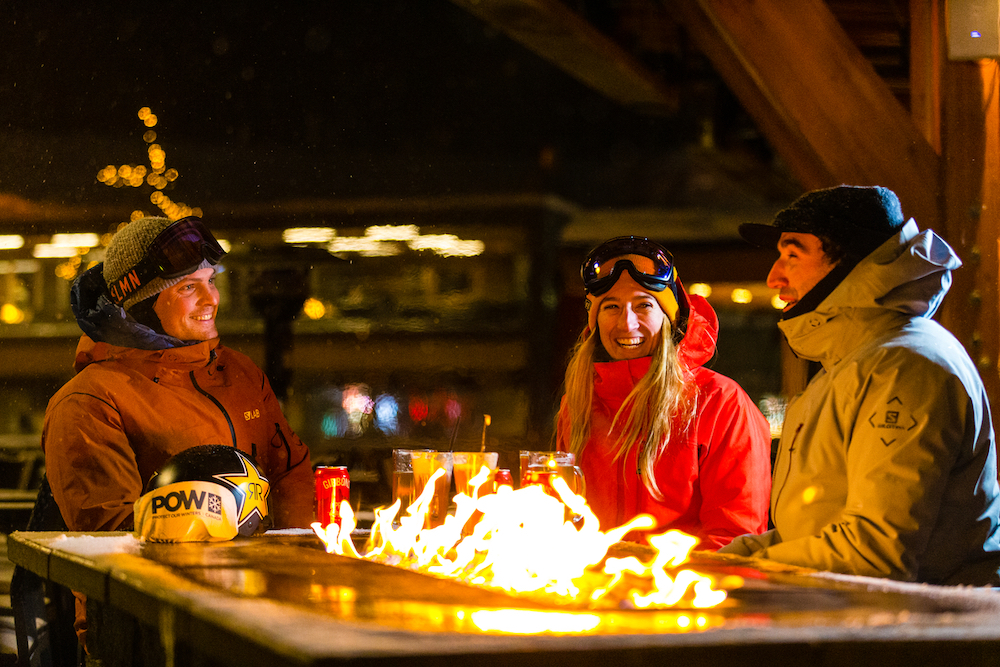 Friends enjoy apres ski drinks